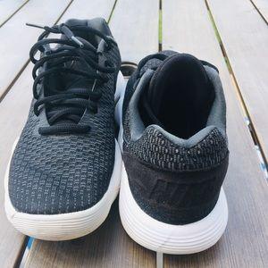 Nike Shoes - Nike Hyperdunk Low Sneakers